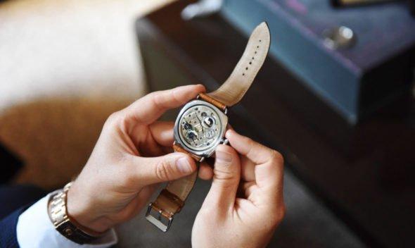 Отличие оригинальных часов от подделки Thewatch