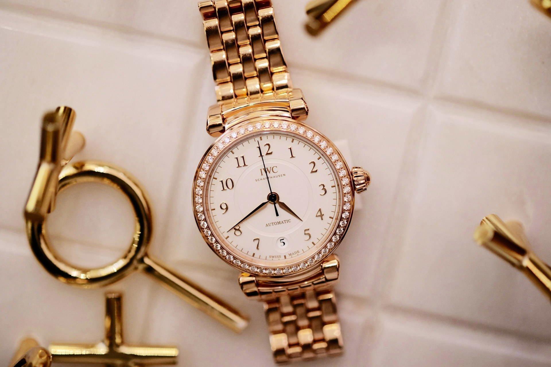 Женские механические часы