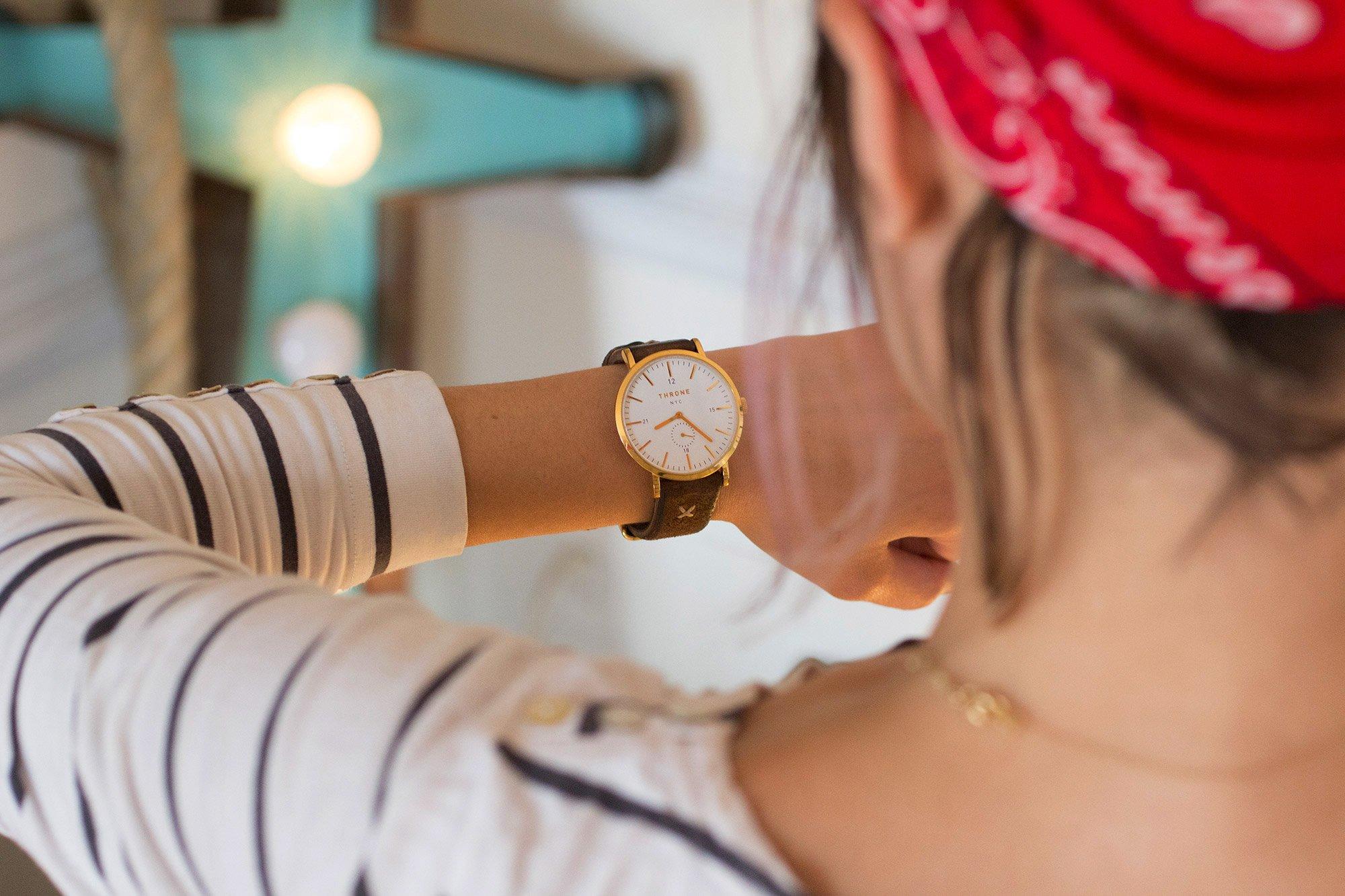 Механизм и материалы женских наручных часов